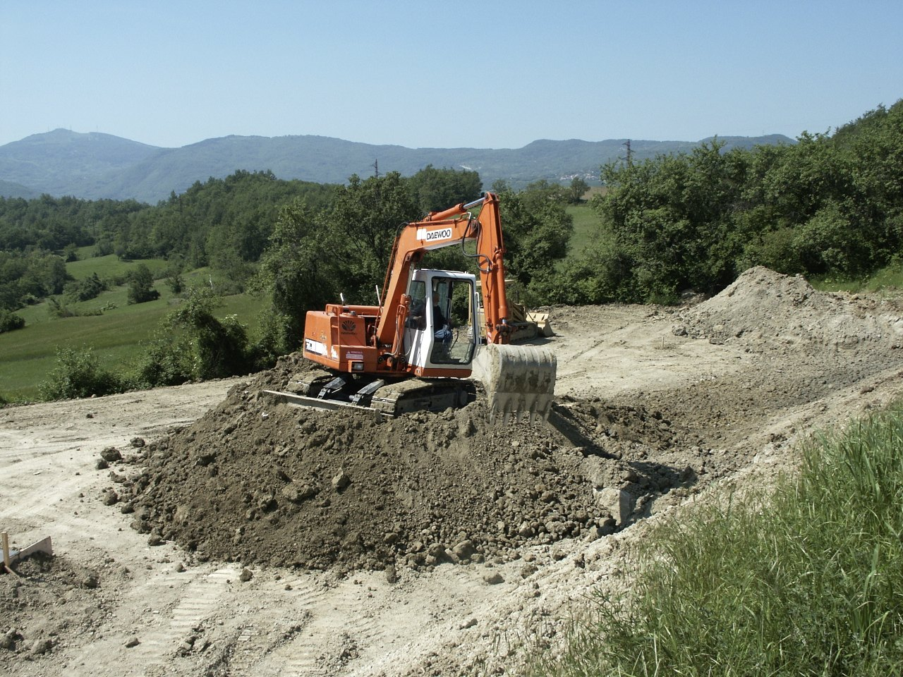 Spianare il terreno mulino elettrico per cereali for Livellare terreno
